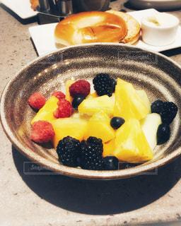 朝食のフルーツ盛り合わせの写真・画像素材[3164587]