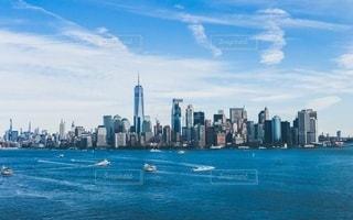 リバティ島から眺めたマンハッタンの風景の写真・画像素材[3341135]