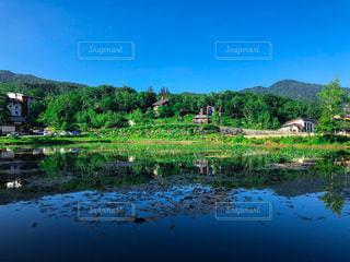 青空を映す志賀高原の湖の写真・画像素材[3363190]