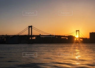 夕焼けに染まるレインボーブリッジの写真・画像素材[3394368]