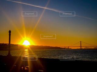 ゴールデンゲートブリッジと夕陽の写真・画像素材[3396268]