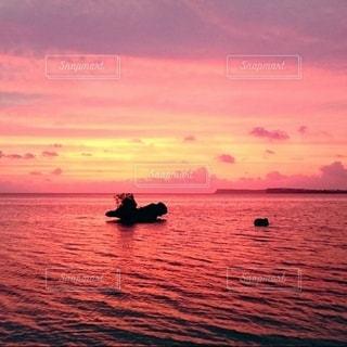 グアムのビーチの夕焼けの写真・画像素材[3485720]