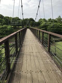 橋の上を走行する列車の写真・画像素材[780443]