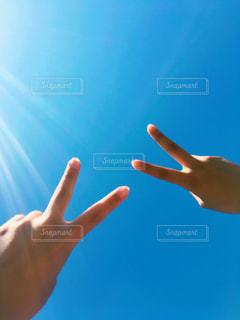 空,青,手,ピース