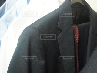 スーツとネクタイを身に着けている男の写真・画像素材[1847391]