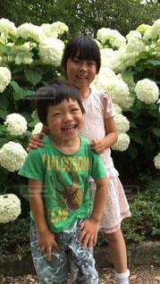 笑顔な姉弟の写真・画像素材[835090]