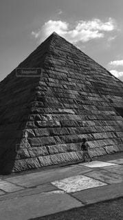 大きな石のピラミッドの写真・画像素材[852188]
