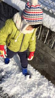 雪,屋外,カラフル,マフラー,帽子,子供,人,長靴,朝,寒い,手袋,男の子,ジャケット,寒さ対策