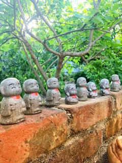 庭にあった焼物のお地蔵さんの写真・画像素材[1250253]