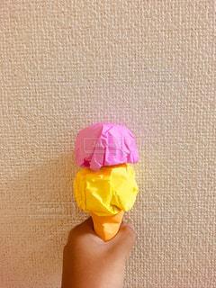黄色とピンクの花の写真・画像素材[1352929]