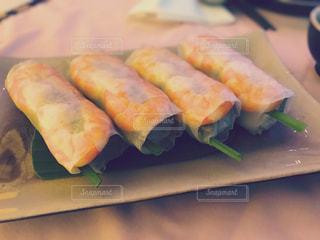 カット スライスに食べ物のプレートの写真・画像素材[804244]