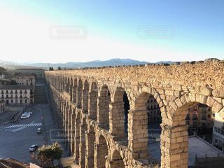 背景の建物と橋の写真・画像素材[808229]