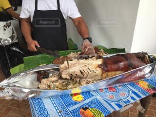 パーティ,フィリピン,お祝い,豚,マニラ,焼き肉,豚の丸焼き,レチョン,フィリピン料理,レチョンバボイ