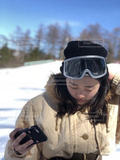 雪の中で、selfie を取っている人の写真・画像素材[1038045]