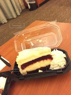 ホテルの部屋でレアチーズケーキ - No.801113