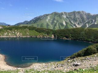 背景の山と水体の写真・画像素材[781043]