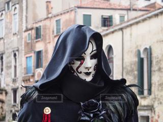 黒いマントの男の写真・画像素材[802399]