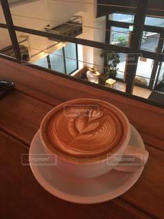 テーブルの上のコーヒー カップ - No.782324