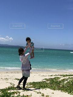 砂浜に立っている人の写真・画像素材[782869]