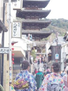 通りを歩く人々 のグループの写真・画像素材[1043979]