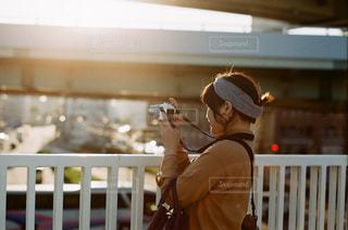 夕日と女の子の写真・画像素材[1232699]