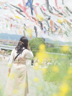 黄色のドレスの人の写真・画像素材[1261040]