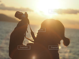 女性,空,カメラ,夕日,カメラ女子,夕焼け,女の子,ポートレート,夕陽,ゆうひ,愛媛