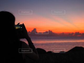 空,カメラ,夕日,カメラ女子,夕焼け,手,沖縄,電気,ポートレート,夕陽,ゆうひ