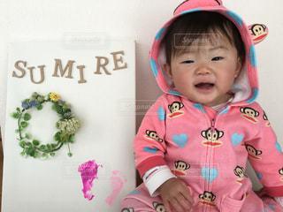 女の子の赤ん坊を保持 - No.954155