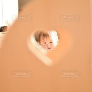 ハートの窓からの写真・画像素材[1115747]