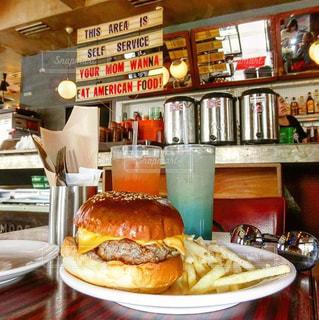レストランで食事の写真・画像素材[785639]
