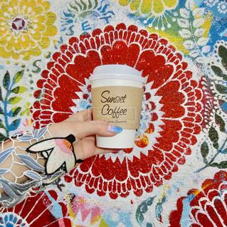 テーブルの上の紅茶のカップの写真・画像素材[804517]