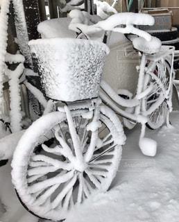 雪化粧の自転車の写真・画像素材[1735365]