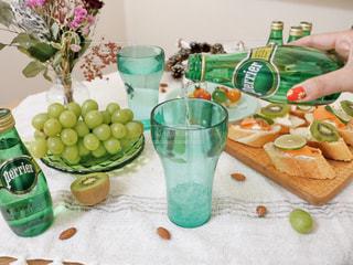 テーブルの上に食べ物の写真・画像素材[918965]