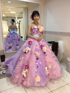 ピンクのドレスを試着 - No.788411