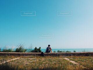 緑の草原の人の写真・画像素材[1361856]