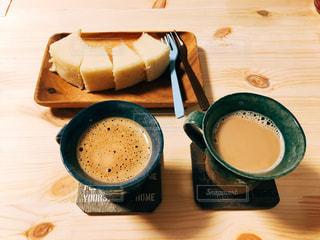 木製のテーブルの上に座ってコーヒー カップの写真・画像素材[1508130]