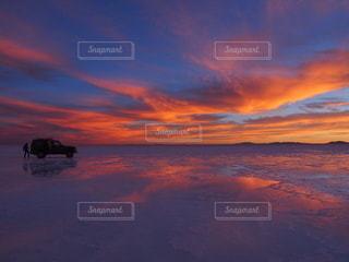 ウユニ塩湖で見た美しい夕日の写真・画像素材[3390803]