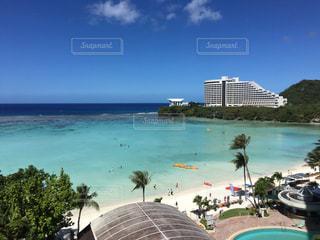 グアムでホテルからみたビーチと空の写真・画像素材[797669]