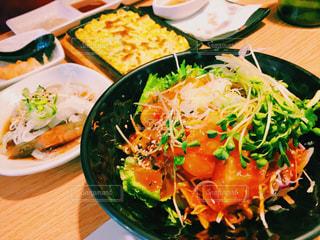 食べ物,海外,野菜,皿,旅行,料理,韓国,海鮮丼,新鮮,海外旅行,KOREA,サーモン,ソウル,SOUL,ヨノハンマリ,연어한마리