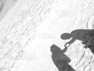 砂漠でハートシルエットの写真・画像素材[813258]