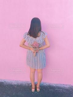 花束と女の子の写真・画像素材[842367]