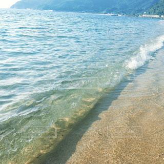 透き通る波の写真・画像素材[851380]