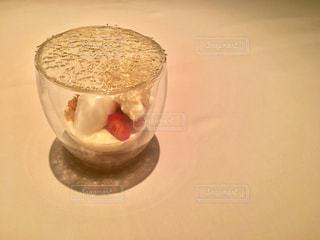 テーブルの上のガラスのボウル - No.923396
