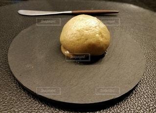 皿の上のパイの写真・画像素材[923424]