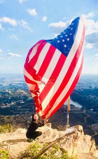 山の上のアメリカ国旗の写真・画像素材[1028634]
