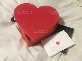 恋人からのハートボックスプレゼントの写真・画像素材[4439522]