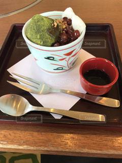 木製テーブルの上のコーヒー カップの写真・画像素材[799723]