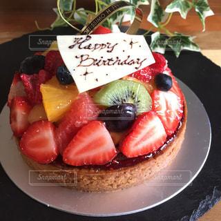 皿の上のケーキの一部の写真・画像素材[812329]