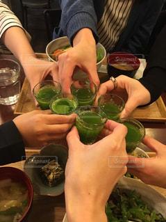 友だち,飲み物,緑,野菜,人物,イベント,グラス,健康,乾杯,ドリンク,女子会,パーティー,手元,青汁